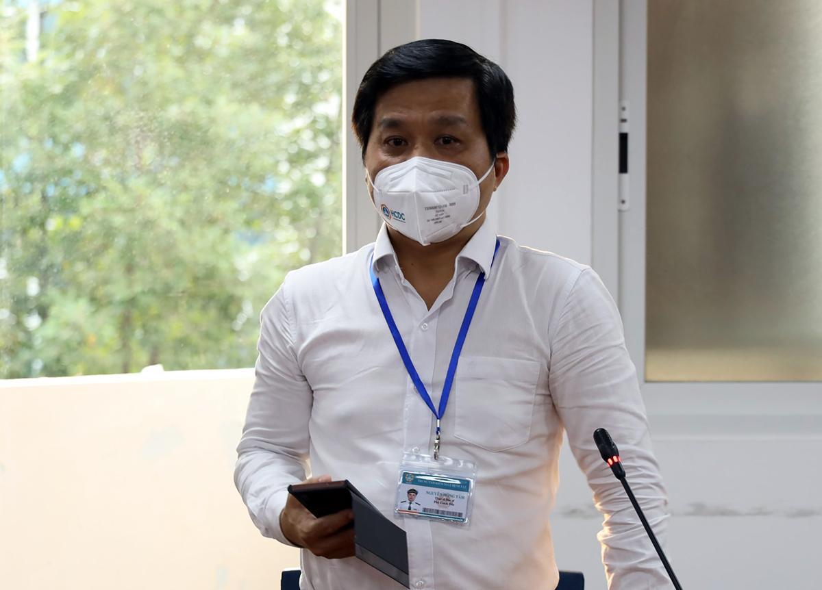 Phó giám đốc phụ trách Trung tâm Kiểm soát bệnh tật TP HCM Nguyễn Hồng Tâm. Ảnh: Mạnh Tùng.