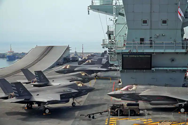 HMS Queen Elizabeth neo đậu ở cảng Limassol ngày 1/7. Ảnh: AFP.