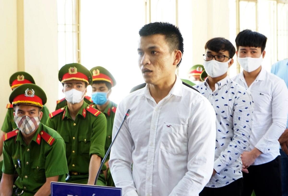 Bị cáo Nguyễn Xuân Công. Ảnh: Đắc Thành.