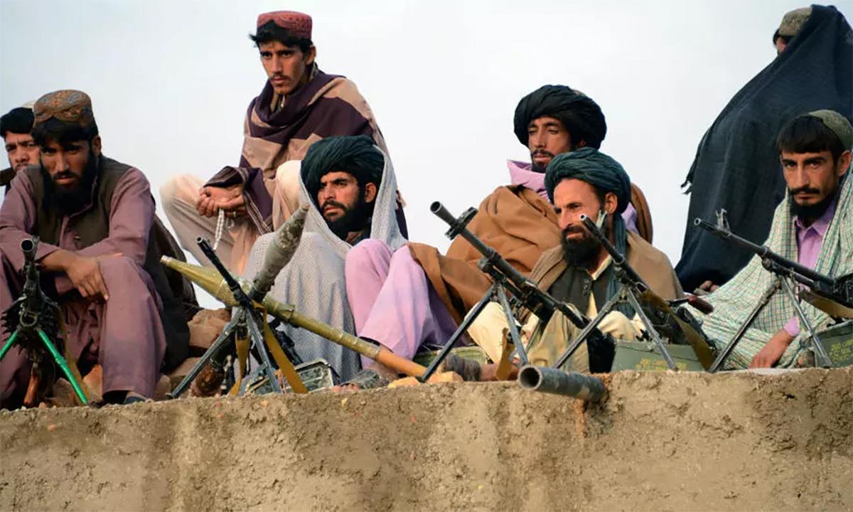 Các tay súng Taliban tại tỉnh Farah của Afghanistan tháng 11/2015. Ảnh: AFP.