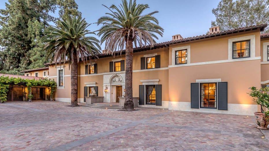 Một góc khu biệt thự 8.000 m2 của vợ chồng Girardi ở Beverly Hills, đang được người vợ rao bán với giá 13 triệu USD sau vụ ly hôn. Ảnh: Fox Business