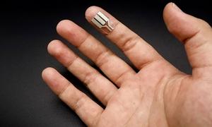 Thiết bị nhỏ gọn thu năng lượng từ mồ hôi tay