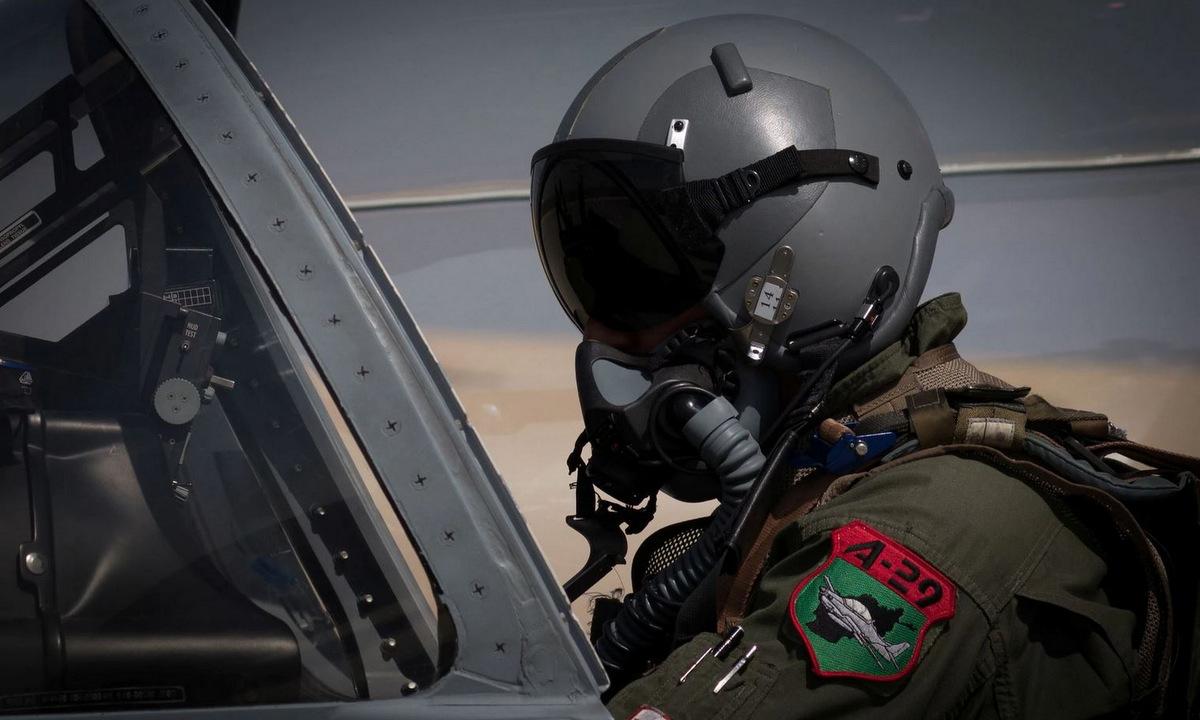 Phi công cường kích A-29 của Afghanistan. Ảnh: Reuters.