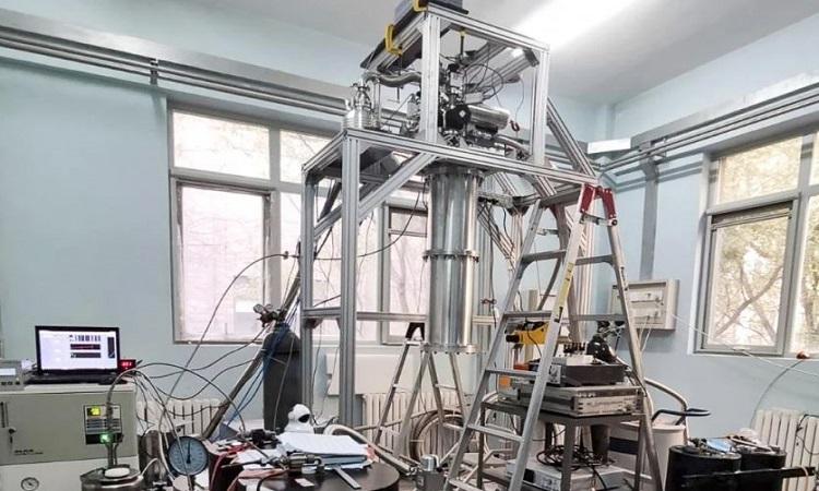Nguyên mẫu tủ lạnh mới có thể đạt nhiệt độ cực thấp cần thiết cho máy tính lượng tử. Ảnh: Viện Hàn lâm Khoa học.