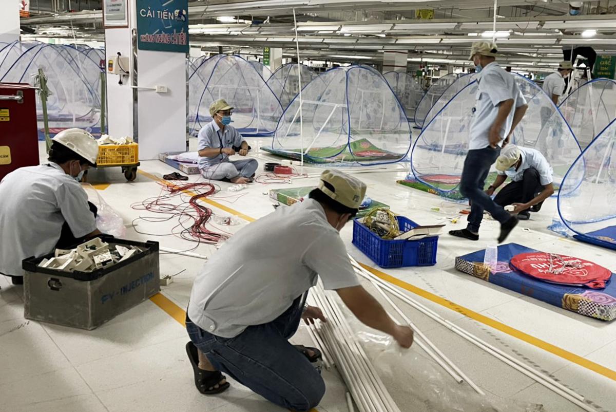 Nhà máy Foster tại Bình Dương chuẩn bị chỗ ăn ở cho công nhân. Ảnh: An Phương.