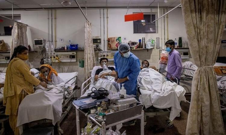 Một phòng điều trị bệnh nhân Covid-19 tại bệnh viện ở thủ đô New Delhi, Ấn Độ, hồi tháng 5. Ảnh: Reuters.
