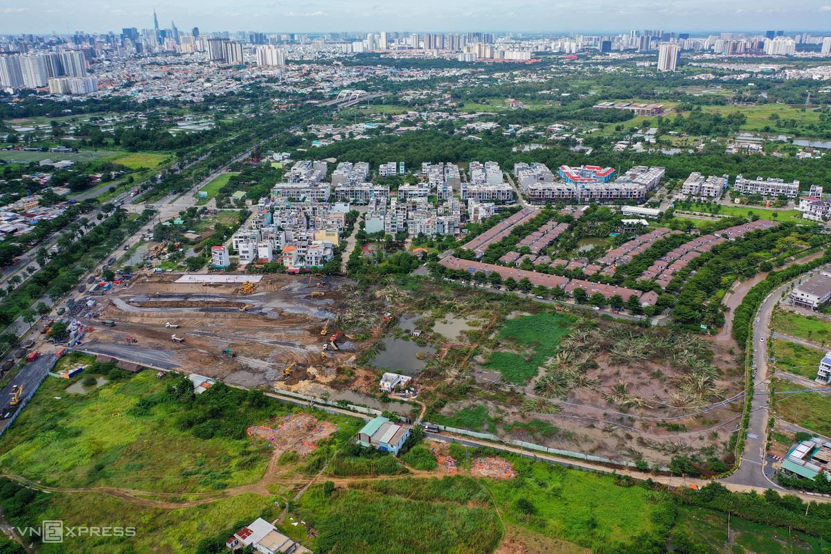 TP HCM xây dựng bệnh viện dã chiến, tháng 7/2021. Ảnh: Quỳnh Trần