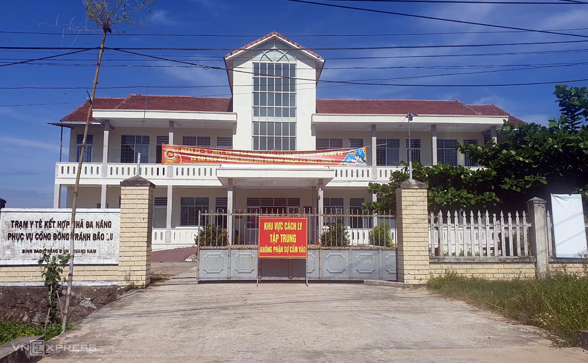 Một điểm tiếp nhận người dân về cách ly tập trung tại xã Bình Đào, huyện Thăng Bình được thành lập. Ảnh: Đắc Thành.