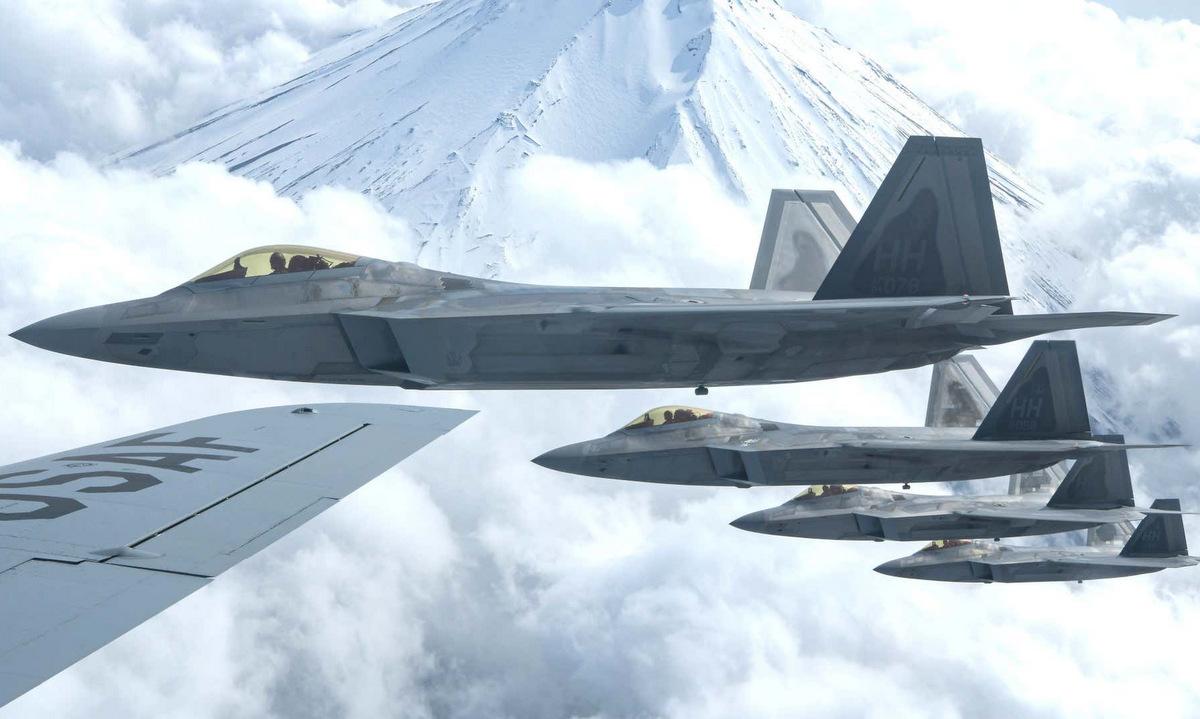 Tiêm kích F-22 Mỹ huấn luyện ở Nhật Bản đầu năm 2021. Ảnh: USAF.