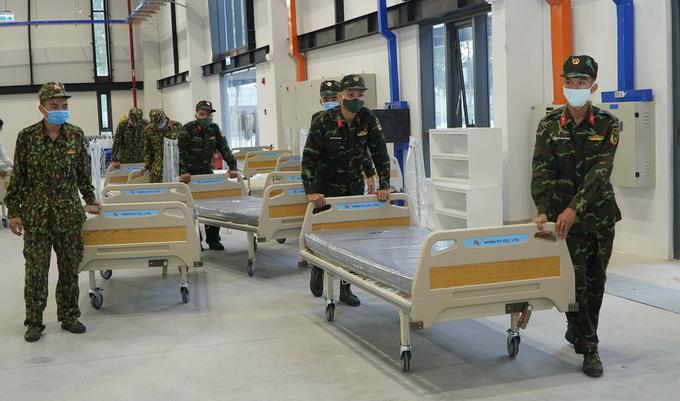 Quân đội lập bệnh viện dã chiến tại Trung tâm triển lãm quốc tế thành phố mới (TP Thủ Dầu Một), TP HCM, ngày 18/7. Ảnh: Thái Hà