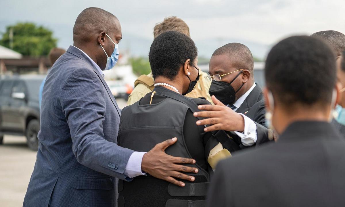 Bà Martine Moise được tiếp đón tại sân bay Port-au-Prince hôm 17/7. Ảnh: Twitter/FrantzExantusHT.