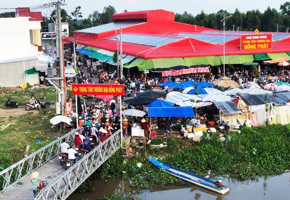 Chợ Kinh Cùng, huyện Phụng Hiệp, Hậu Giang, sáng 18/7. Ảnh: Tuyết Minh