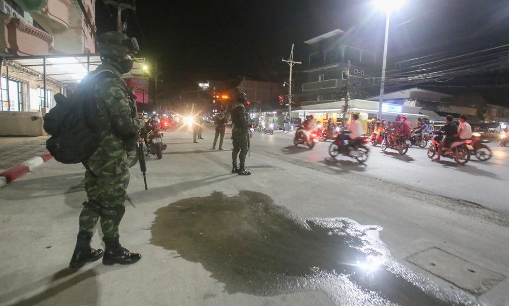 Binh sĩ Thái Lan trên đường phố tỉnh Pattani, miền nam Thái Lan, hôm 12/7. Ảnh: AFP.