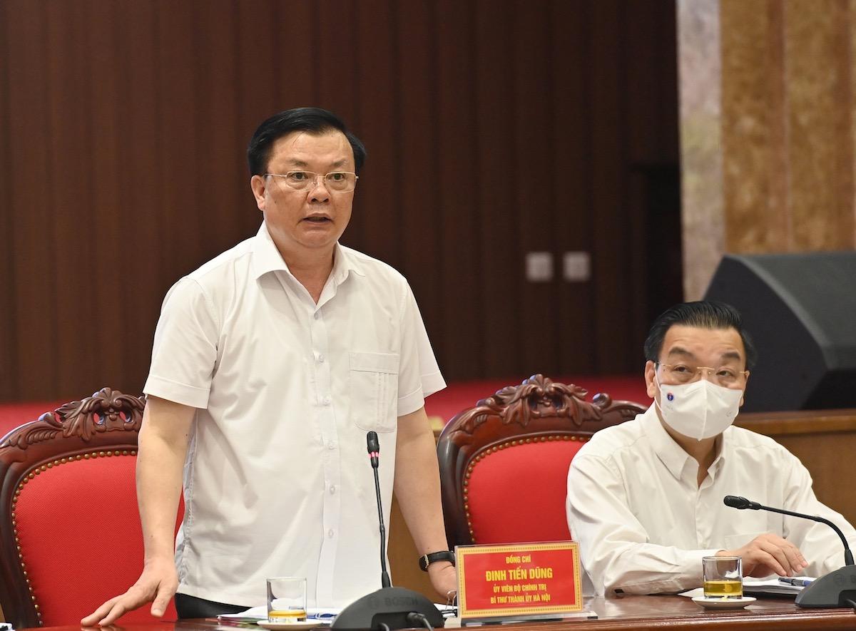 Từ trái sang: Bí thư Hà Nội Đinh Tiến Dũng và Chủ tịch thành phố Chu Ngọc Anh. Ảnh: Nhật Bắc.