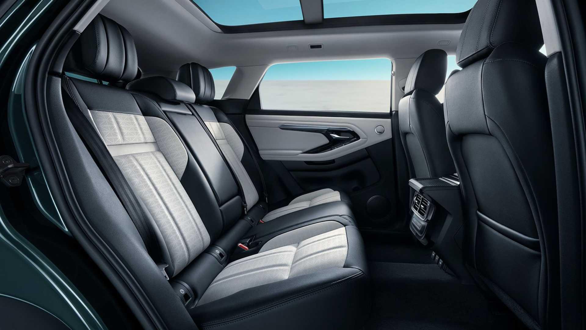 Lưng hàng ghế sau có thể ngả thêm 7 độ. Ảnh: Land Rover