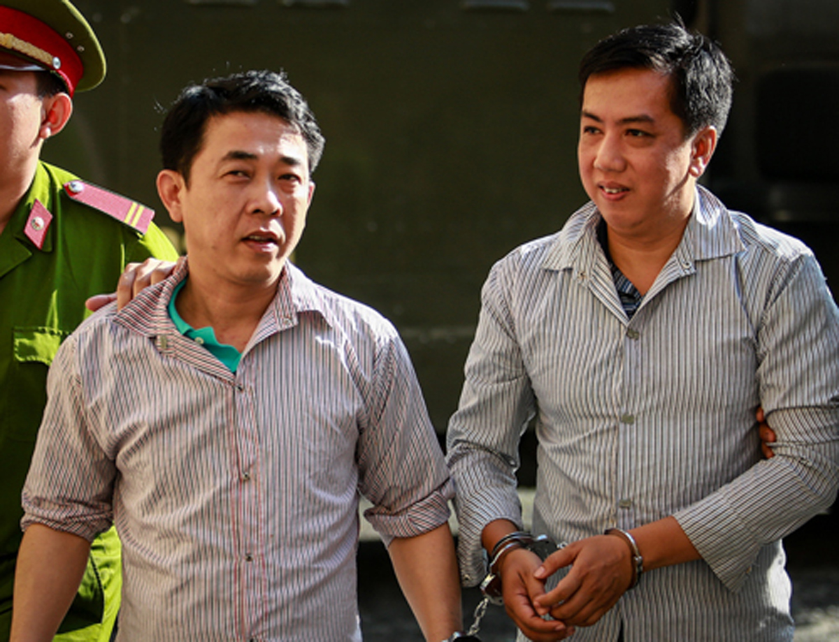 Bị cáo Nguyễn Minh Hùng và Võ Mạnh Cường trong lần ra tòa năm 2019. Ảnh: Thành Nguyễn.