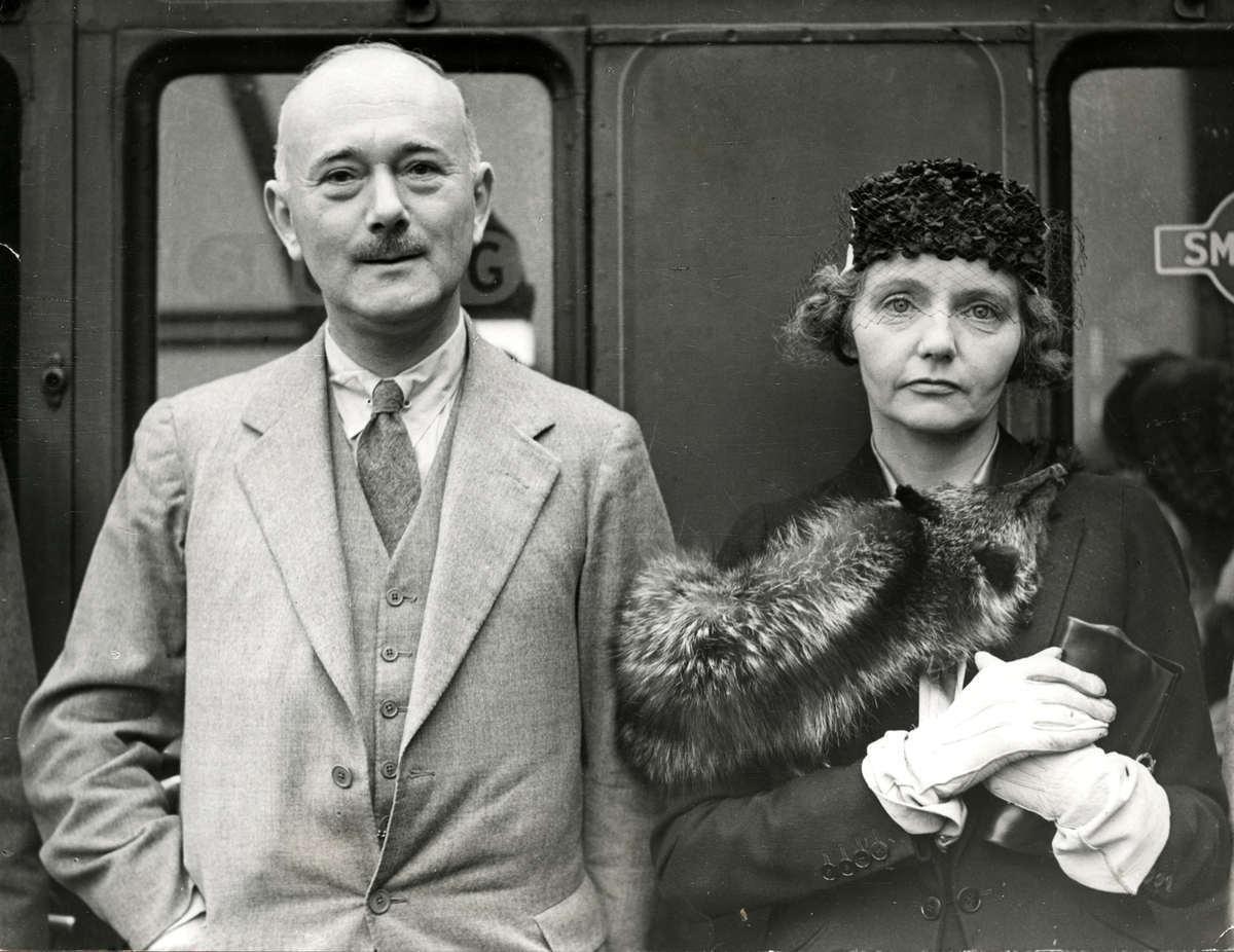 Vợ chồng đại sứ Hughe Knatchbull-Hugessen. Ảnh: tibbiyelihikmet