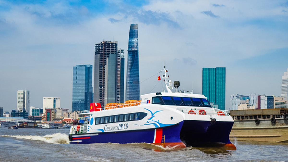 Tàu cao tốc do Công ty TNHH Công ghệ Xanh DP khai thác chạy trên sông Sài Gòn. Ảnh: Sở Giao thông Vận tải TP HCM.