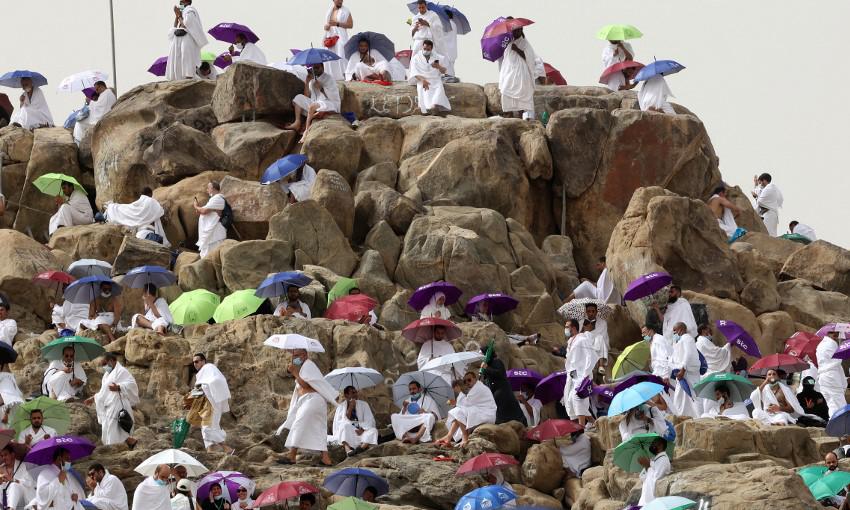 Những người Hồi giáo tập trung quanh núi Arafat, phía đông nam thánh địa Mecca ở Arab Saudi, trong lễ hành hương Hajj hôm 19/7. Ảnh: AFP.