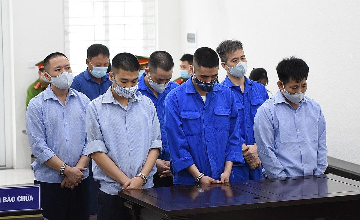 Bảy bị cáo tại phiên xét xử ngày 20/7. Ảnh: Đỗ Thanh