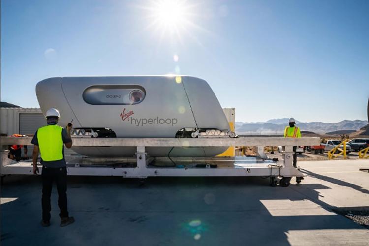 Tàu thử nghiệm đạt tốc độ 107km/h tại một đường thử 500m ở sa mạc Nevada. Ảnh: The Sun.
