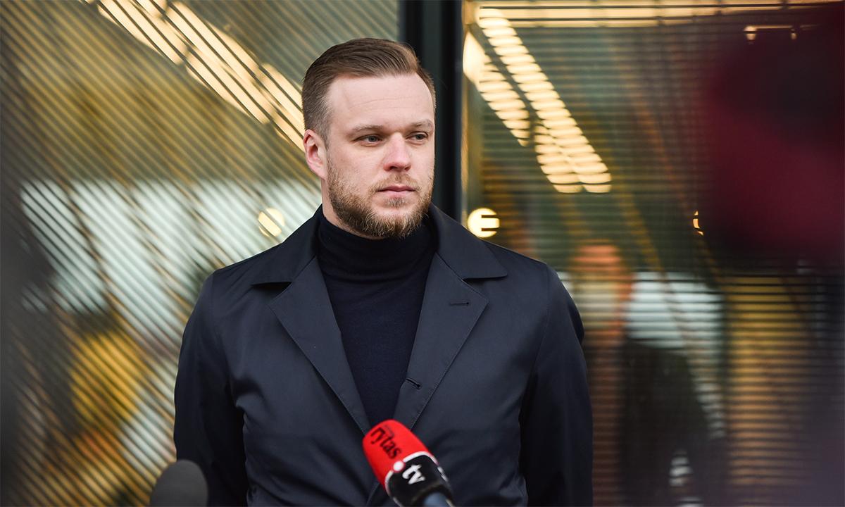 Ngoại trưởng Lithuania Gabrielius Landsbergis trả lời họp báo tại Vilnius vào tháng 5. Ảnh: Republic.