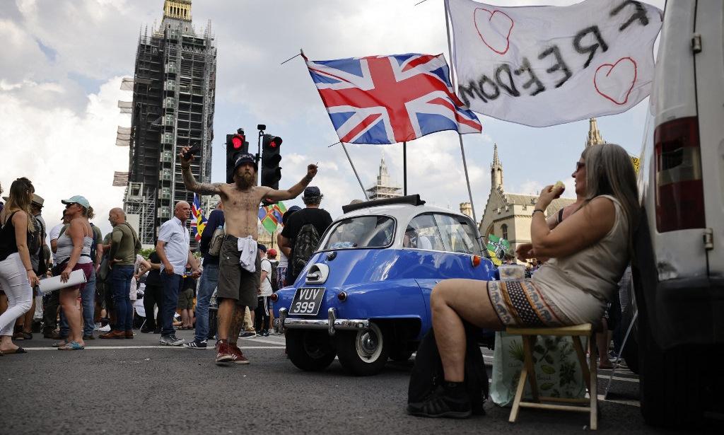 Người biểu tình phản đối tiêm vaccine Covid-19 ở thủ đô London của Anh hôm 19/7. Ảnh: AFP.