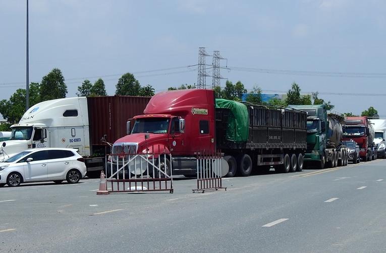 Chốt kiểm soát cổng tỉnh, thị xã Đông Triều ngày 20/7. Ảnh: Minh Cương
