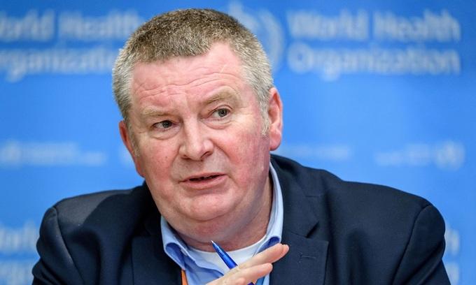 Giám đốc chương trình khẩn cấp WHO Mike Ryan tại cuộc họp báo ở Geneva, Thụy Sĩ hồi tháng 3. Ảnh: AFP.