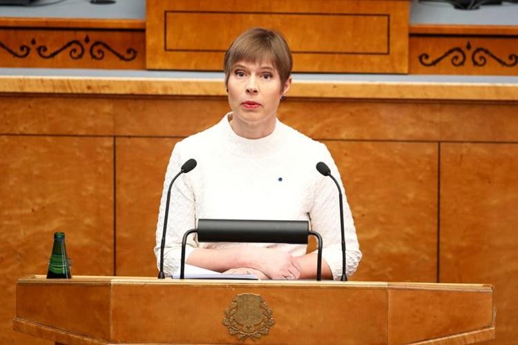 Tổng thống Estonia Kersti Kaljulaid phát biểu trước quốc hội nước này hồi tháng 4/2019. Ảnh: Reuters.