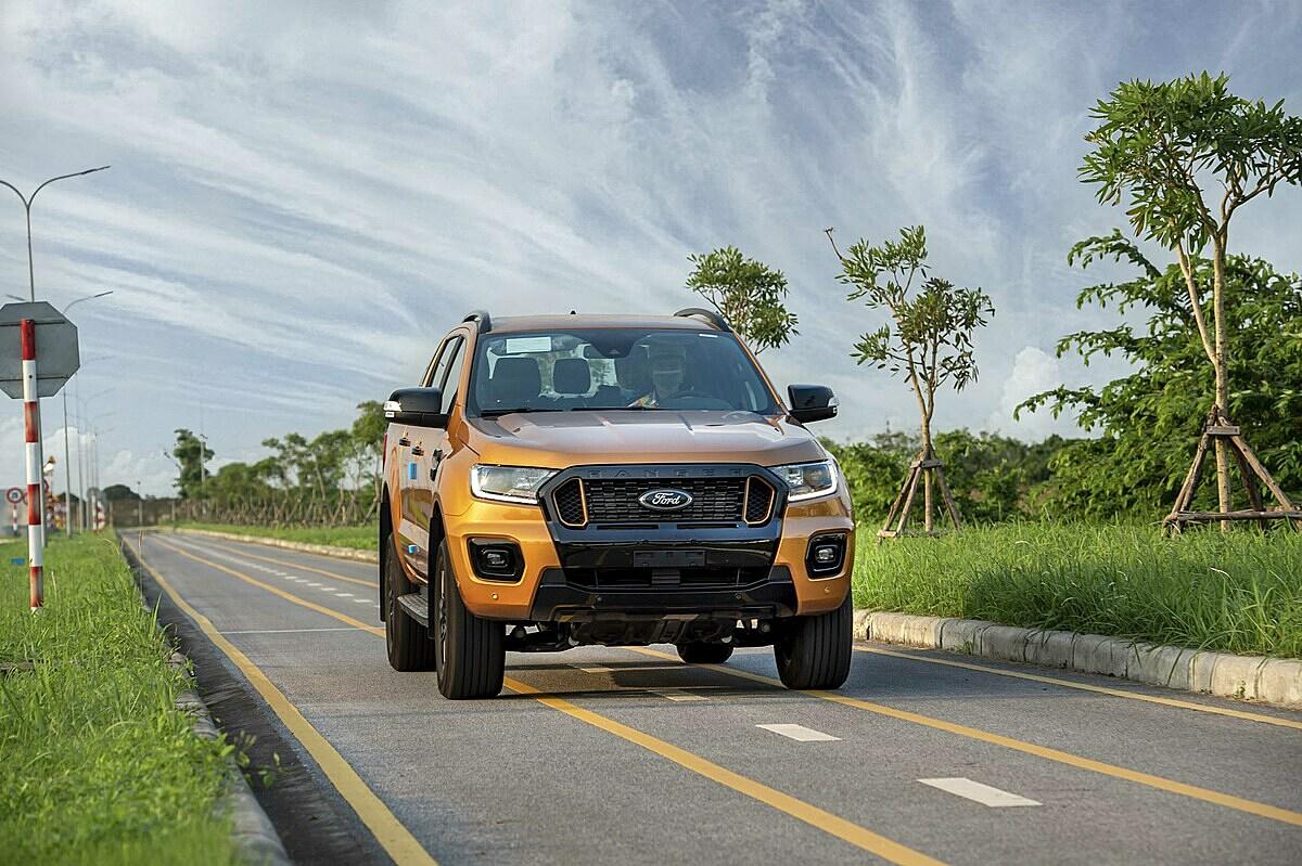 Ford Ranger, mẫu bán tải bán chạy nhất phân khúc.