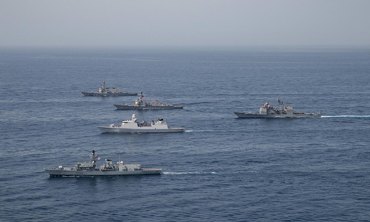 Chiến hạm Anh và Mỹ diễn tập trên khu vực vịnh Aden ngày 12/7. Ảnh: US Navy.