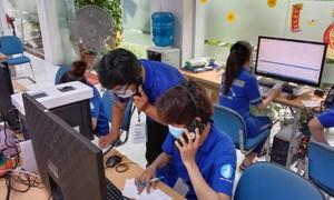 Tình nguyện viên trực tổng đài cấp cứu tại TP HCM