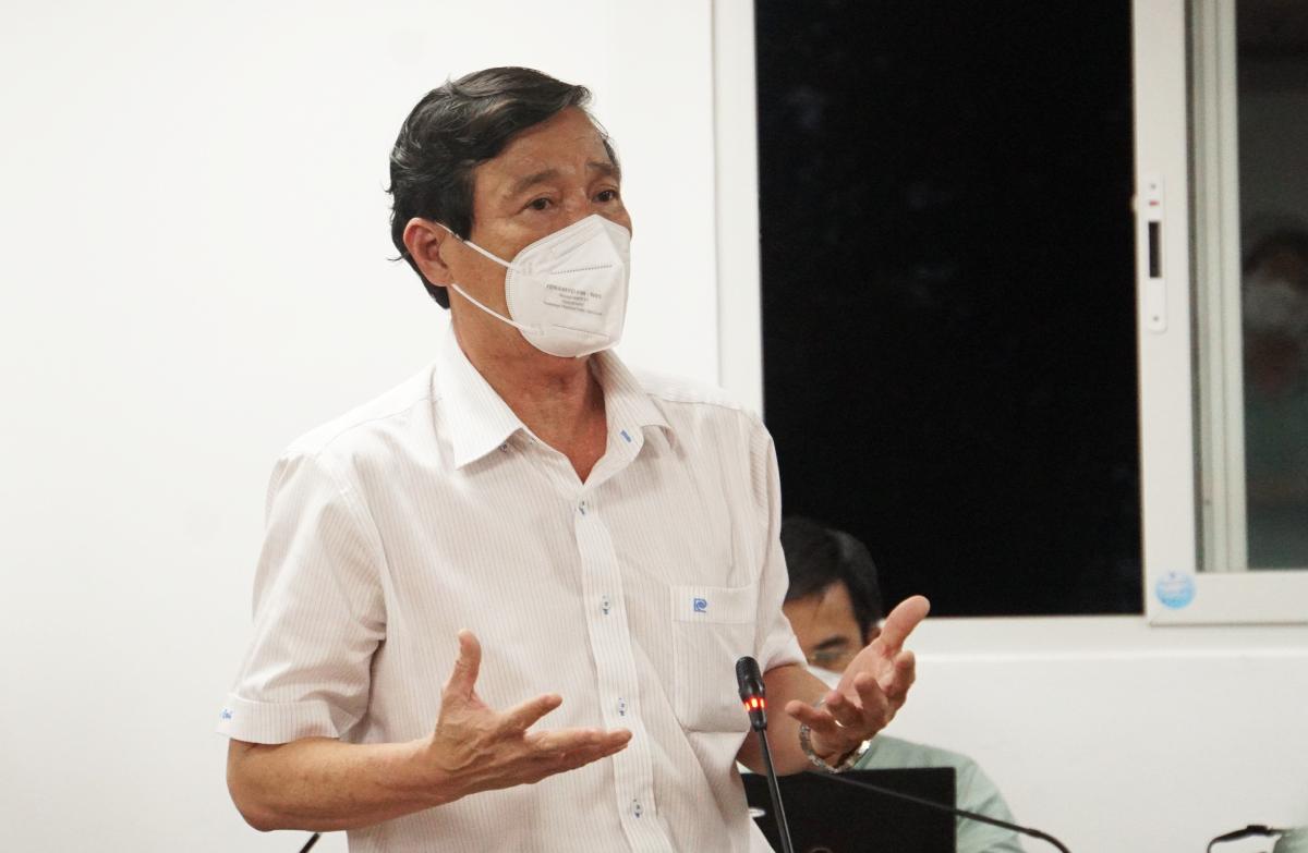 Phó giám đốc Sở Y tế Nguyễn Hữu Hưng tại buổi họp báo chiều 21/7. Ảnh: Mạnh Tùng.