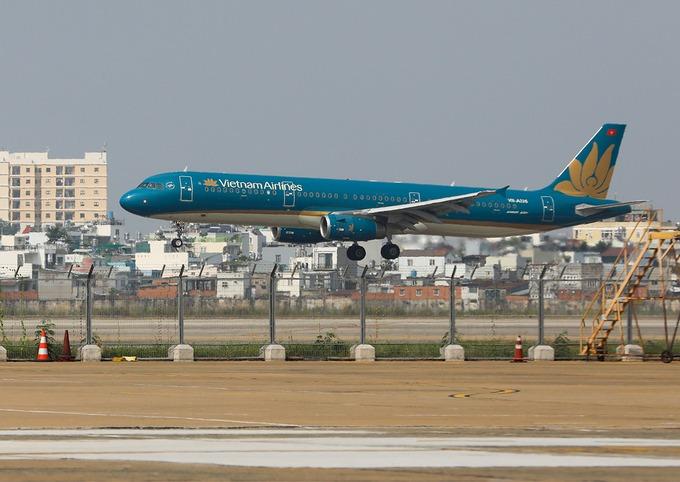 Máy bay Vietnam Airlines tại Tân Sơn Nhất. Ảnh: Quỳnh Trần.