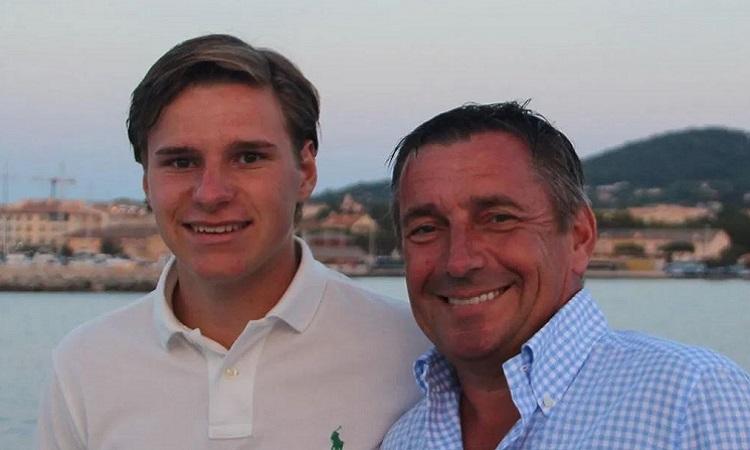 Oliver Daemen và cha cậu, ông Joe Daemen. Ảnh: Sun.