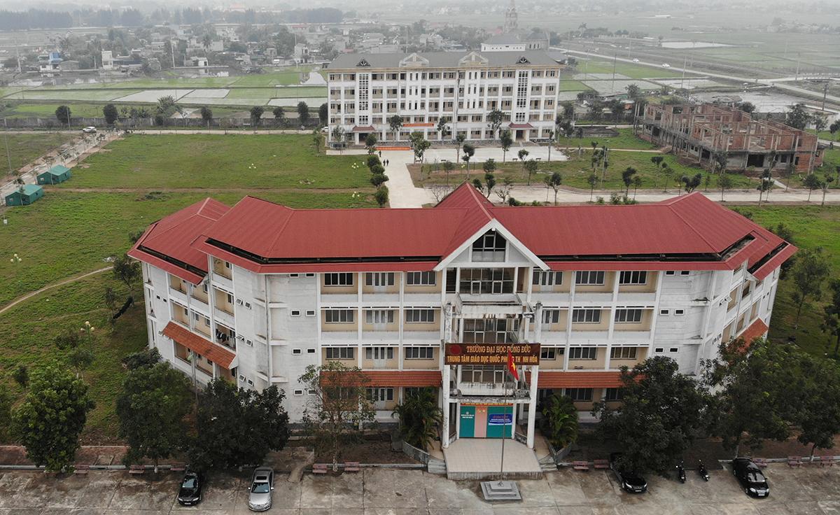 Người dân Thanh Hoá sau khi hồi hương sẽ được cách ly tập trung tại Trung tâm giáo dục quốc phòng trường Đại học Hồng Đức và các cơ sở ở các địa phương được bố trí sẵn. Ảnh: Lê Hoàng.