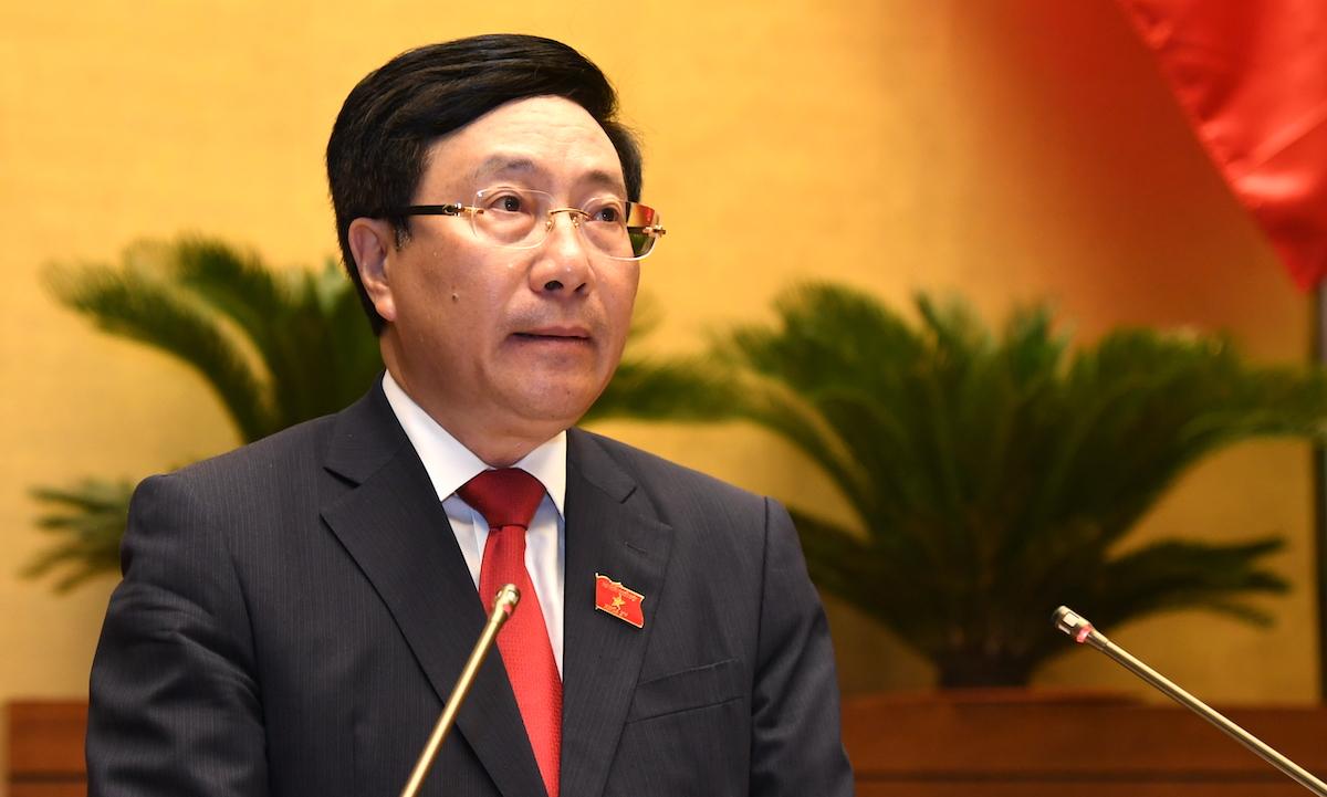 Phó thủ tướng Phạm Bình Minh báo cáo kết quả kinh tế xã hội 6 tháng đầu năm trước Quốc hội, sáng 22/7. Ảnh: Giang Huy
