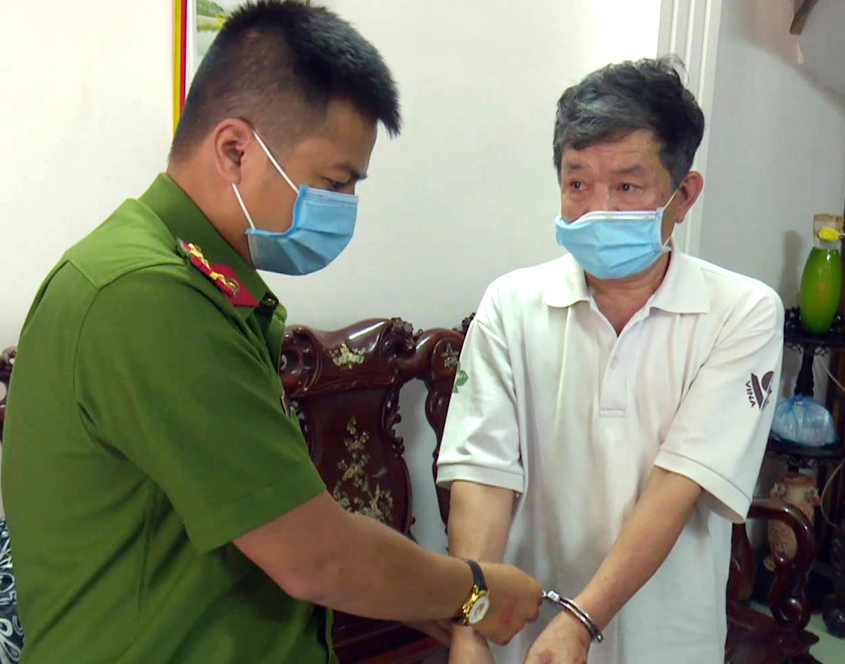Ông Vọng bị cơ quan điều tra bắt giữ tại nhà riêng. Ảnh: Thu Hà.