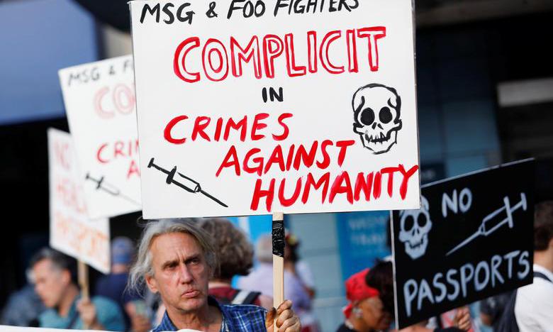 Một nhóm bài vaccine biểu tình ở thành phố New York tháng trước. Ảnh: Reuters.