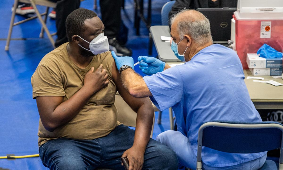 Một điểm tiêm chủng vaccine ở Austin, bang Texas hồi tháng 3. Ảnh: Texas Tribune.