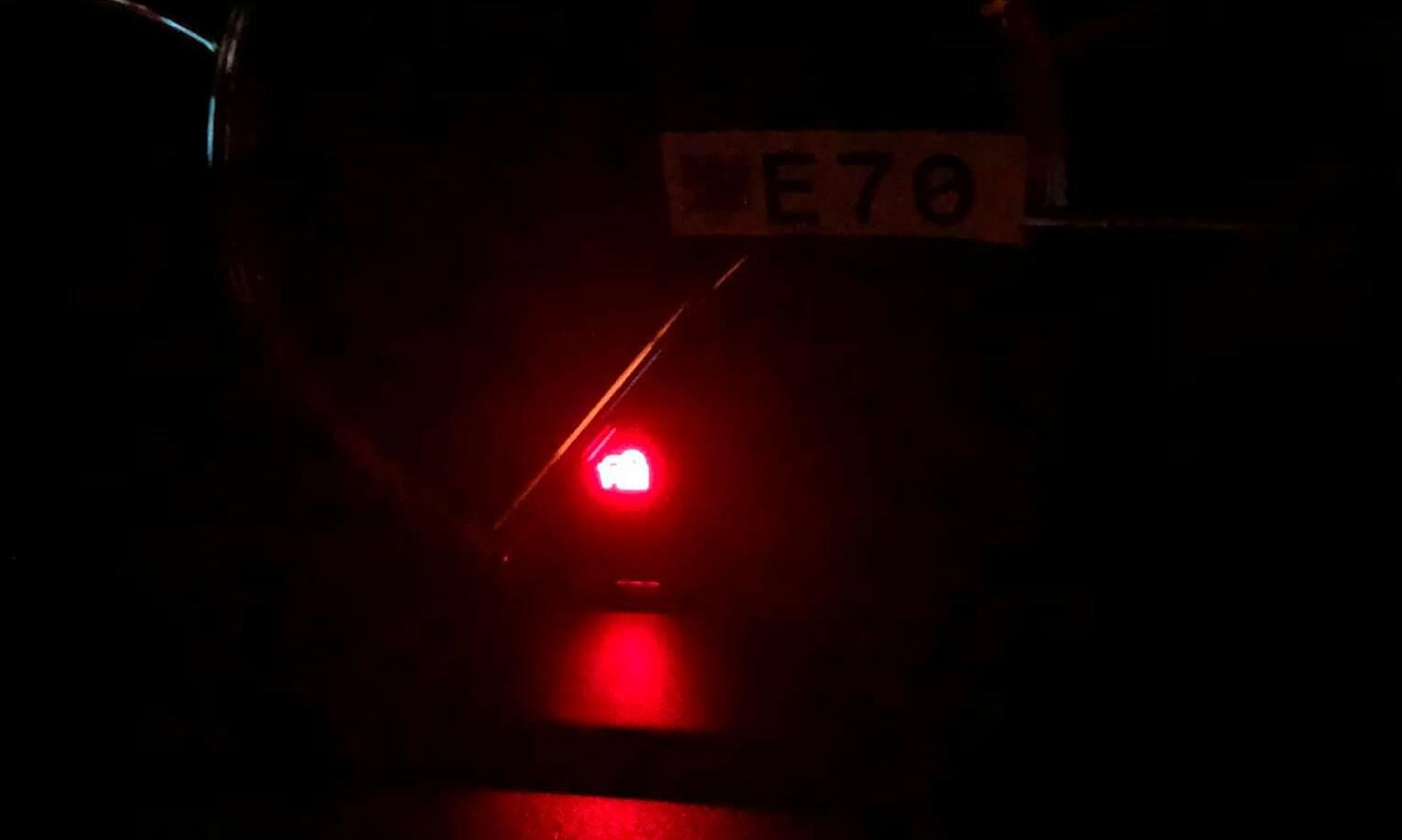 Đèn báo vẫn đỏ sau khi tắt máy?
