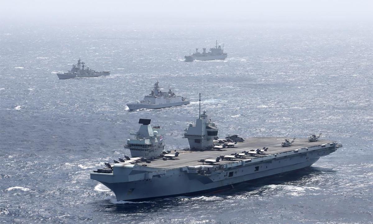 Tàu sân bay HMS Queen Elizabeth của Anh tham gia diễn tập cùng chiến hạm Ấn Độ trên vịnh Bengal ngày 21/7. Ảnh: Royal Navy.
