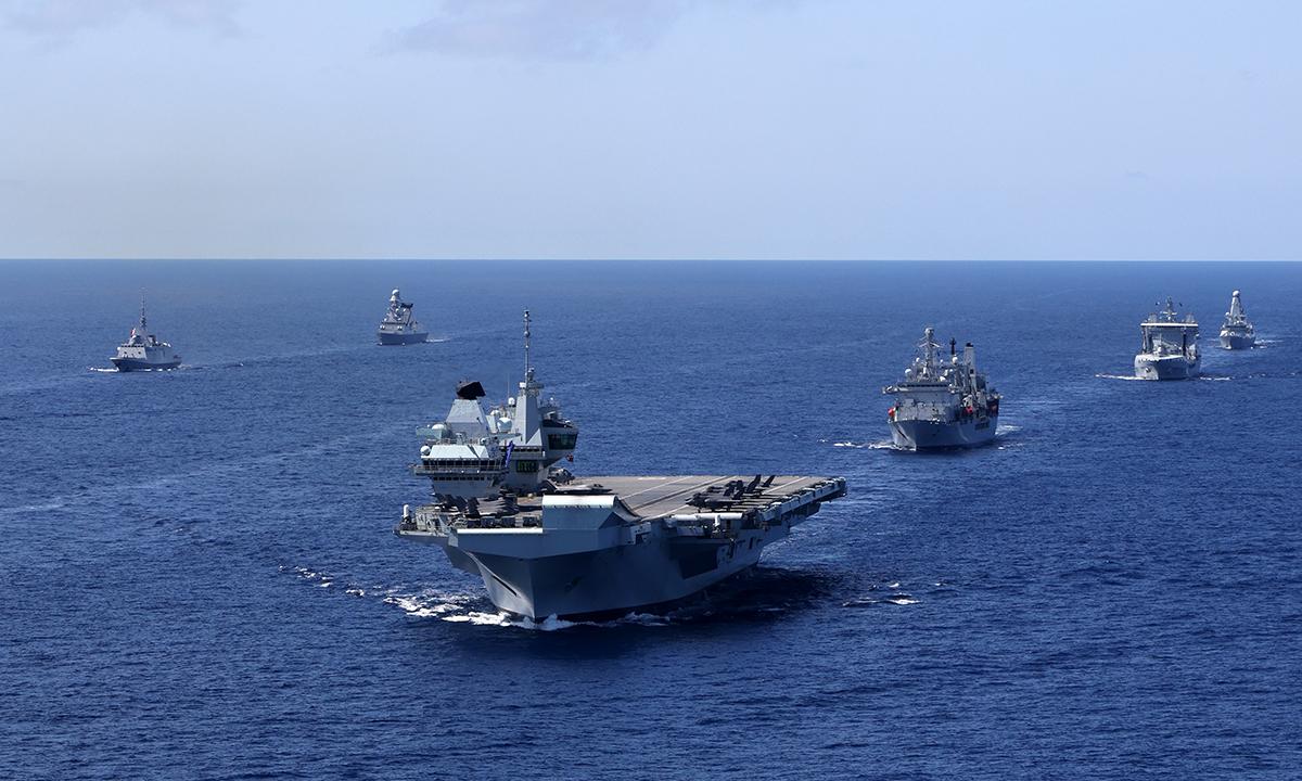 Tàu sân bay HMS Queen Elizabeth cùng nhóm chiến hạm hộ tống diễn tập ở đông Đại Tây Dương ngày 28/5. Ảnh: US Navy.