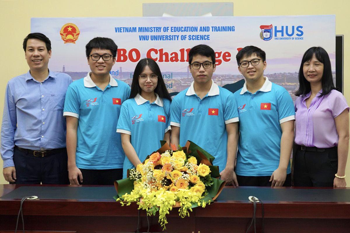 Bốn thí sinh Việt Nam dự thi Olympic Sinh học quốc tế năm 2021. Ảnh: MOET.