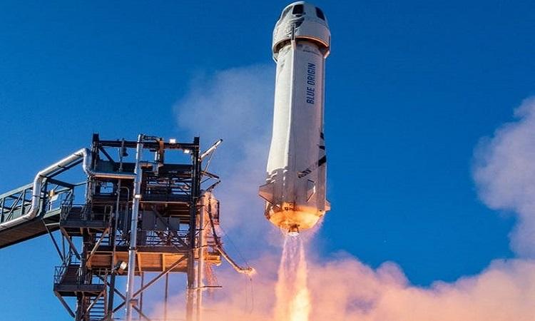 Tàu chở khách kết hợp tên lửa đẩy New Shepard. Ảnh: Blue Origin.