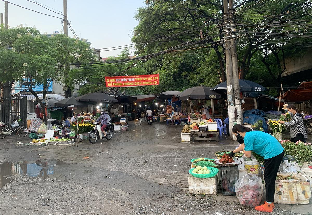 Chợ Tân Xuân, phường Đông Ngạc, quận Bắc Từ Liêm, Hà Nội sáng 24/7. Ảnh: VT
