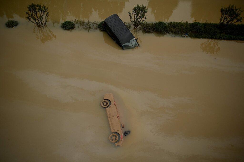 Nhiều khu vực tại Trịnh Châu và vùng lân cận bị nhấn chìm trong nước lũ tuần qua. Ảnh: AFP.