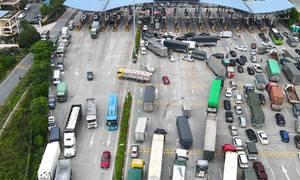 Hàng trăm ôtô đến Hà Nội bị buộc quay đầu trên cao tốc