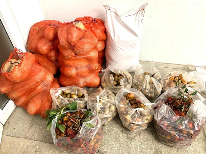 Hàng ngày, đoàn trường sẽ cập nhật các thực phẩm, rau, củ được ủng hộ lên fanpage để sinh viên đi chợ. Ảnh: Đoàn Thanh niên - Hội Sinh viên Trường Cao đẳng Kinh tế Đối ngoại TP HCM.
